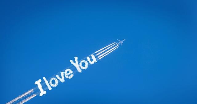 scritta in cielo con aereo